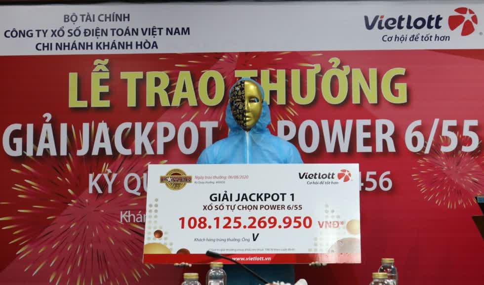 Hôm 6/8, Vietlott vừa trao giải độc đắc hơn 108 tỷ đồng tại Khánh Hoà. Ảnh: Vietlott.