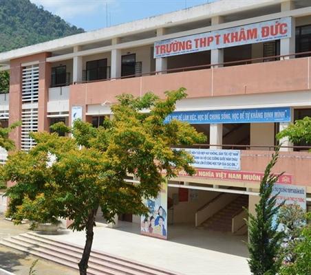 Thầy giáo C. tham gia coi thi tại trường THPT Khâm Đức, huyện Phước Sơn từ ngày 8-10/8- Ảnh: Báo Văn Hóa