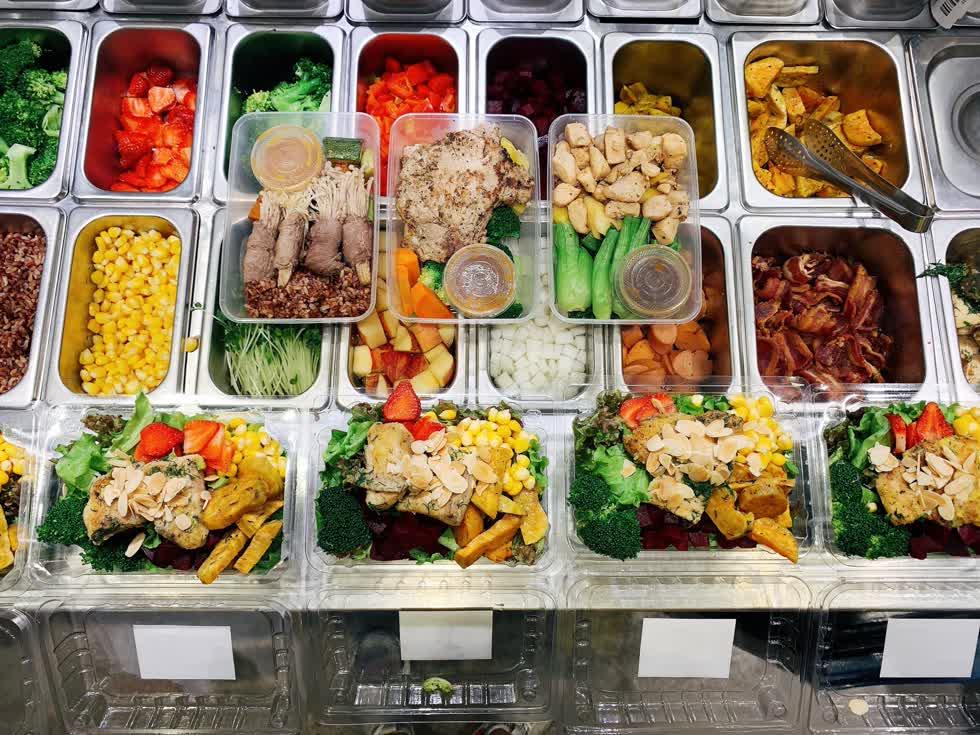 Eat More Salad có tới 15 loại nước sốt tự làm. Ảnh: FB Eat More Salad