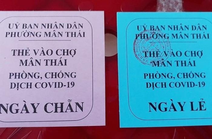 Thẻ đi chợ được phát cho người dân Đà Nẵng.Ảnh: Vietnamnet.