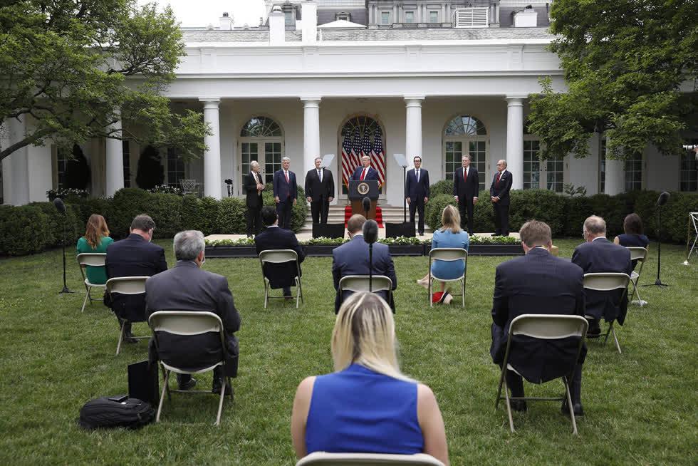 Phát biểu từ Vườn hồng của Nhà Trắng, Tổng thống Donald Trump tuyên bố Mỹ sẽ chấm dứt quan hệ với WHO. Ảnh: Getty