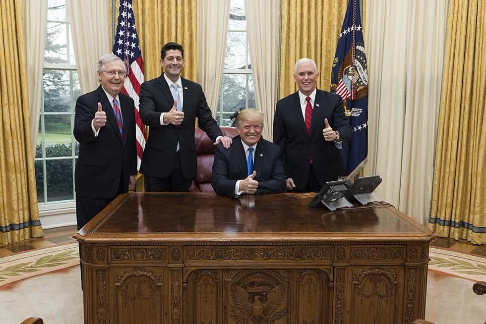 Ngay từ khi nhậm chức, chính quyền tổng thống Trump lập tức bắt tay vào sứ mệnh phục hưng nước Mỹ thông qua việc bãi bỏ, cắt giảm thuế lớn nhất trong lịch sử. Nguồn: Wikimedia Commons