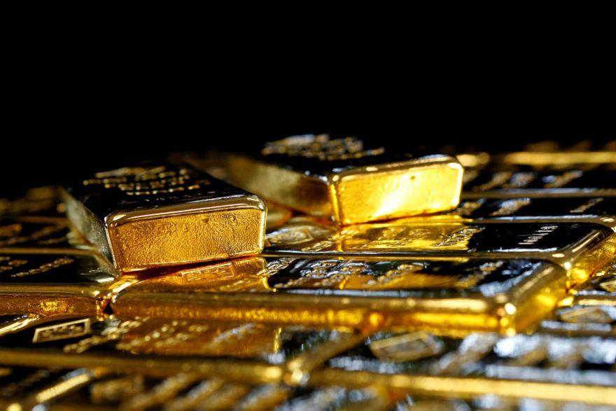 Vàng vẫn được dự báo còn tăng giá, thậm chí lên đến 2.500 USD/ounce. Ảnh: Bloomberg