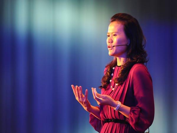 Bà Bành Lôi là nữ tướng đắc lực đằng sau sự thành công của Alibaba, Alipay và Ant Group. Ảnh:Forbes.