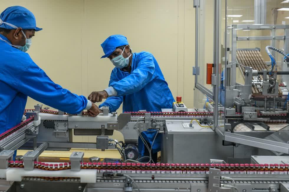 Dây chuyền sản xuất vaccine tại Viện Huyết thanh ở Pune, Ấn Độ. Ảnh: Thời báo New York