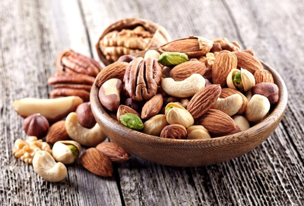 Ăn vặt bằng trái cây, các loại hạt thay thế cho nhữngmón ăn vặt đầy quyến rũ khác.