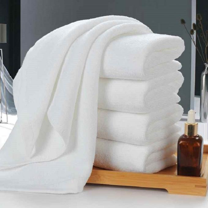 Khăn tắm, khăn lau mặt:Đây là loại đồ dùngphảiđược giặt định kỳ với tiếp xúc trực tiếp với cơ thể thường xuyên. Tuy nhiên bạn cũng phải thay đổi 2 loại khăn này định kỳ để đảm bảo độ thấm hút nước của khăn, giữ sức khỏe cho chính mình.