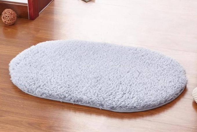 Thảm chùi chân:Ngoài tác dụng thấm nước, chất dơ để chân được sạch sẽ thì còn là vật dụng chứa nhiều vi khuẩn nhất trong nhà. Do đó phải thay mới định kỳ thảm chùi chân, tốt nhất là 6 tháng 1 lần.