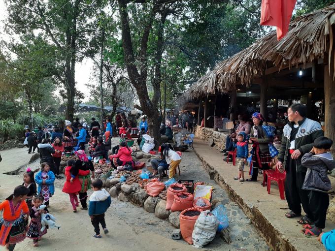 Sin Suối Hồ thu hút được từ 20-30 nghìn lượt khách du lịch/năm
