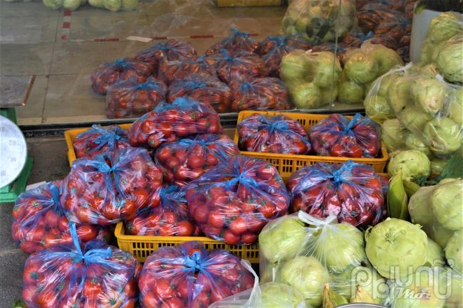 Cà chua mối lo ngại của người dân vì nhanh hỏng do khâu vận chuyển, và nhiều chất bảo quản.