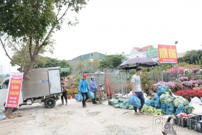 Nông sản được vận chuyển từ điểm tập kết đến các điểmbán hàng