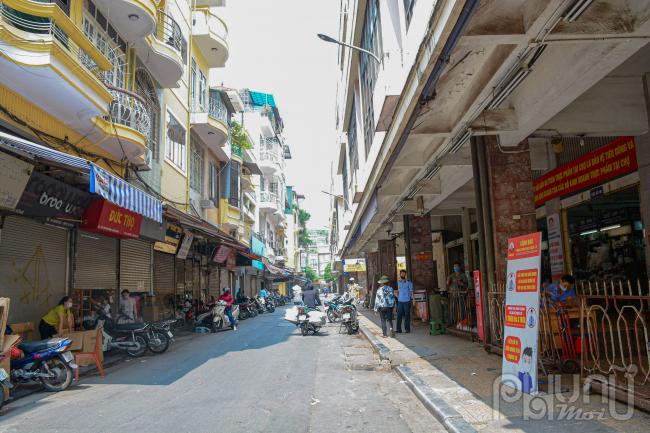 Bố trí tăng cường cán bộ hướng dẫn nhân dân đến mua sắm hàng hóa đảm bảo biện pháp phòng, chống dịch theo quy định.