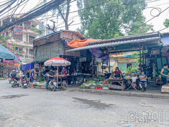 Đi chợ mùa dịch có gì lạ?