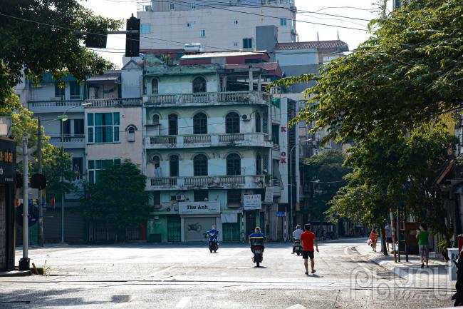 Khung cảnh phía trong khu vực cách ly phố Nguyễn Khuyến.