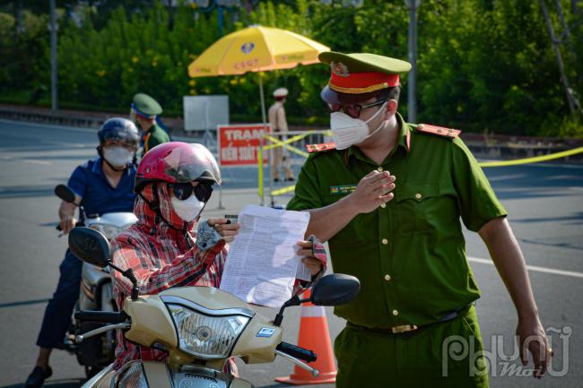 Từ nay đến 6 giờ ngày 6/9 tới, những người lưu thông trên đường sử dụng giấy tờ mẫu cũ theo hướng dẫn của UBND thành phố Hà Nội.