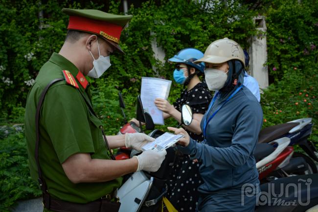 Chen nhau trên đường phố Hà Nội ngày đầu đợt giãn cách thứ tư