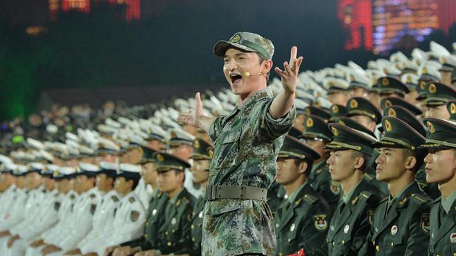 Màn đồng diễn của đội tuyển quân đội Trung Quốc tại lễ khai mạc. Ảnh:CGTN