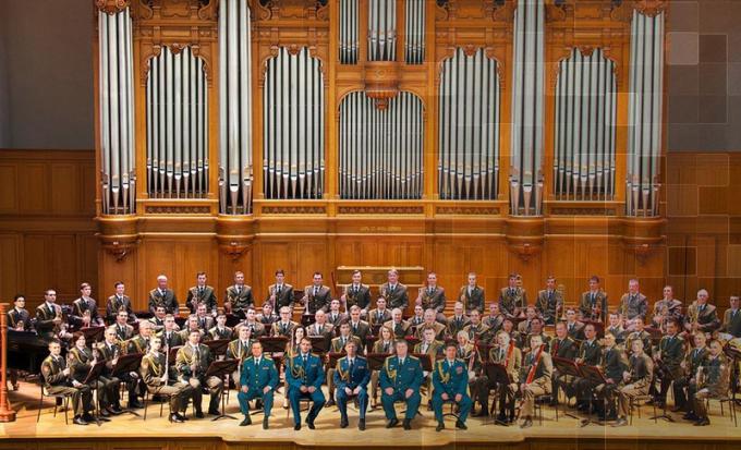 Dàn nhạc giao hưởng kiểu mẫu của Lực lượng Vệ binh Quốc gia Nga.