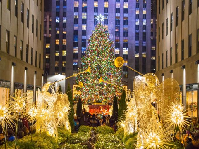 Một trong những cây thông Noel nổi tiếng nhất thế giới nằm tại trung tâm Rockefeller,New York, Mỹ với hơn 50.000 chiếc đèn LED