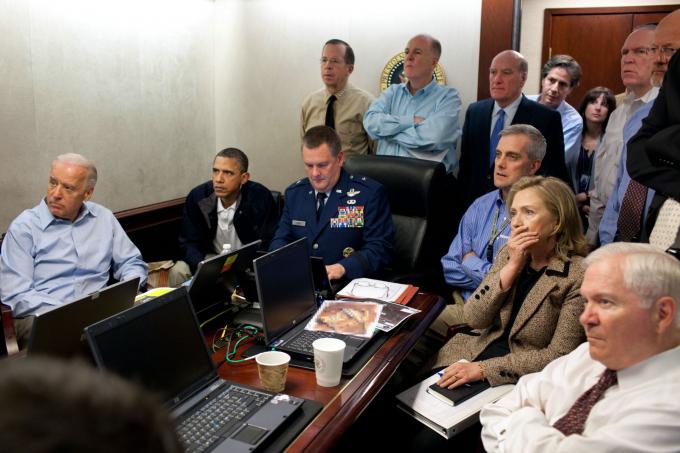 Tổng thống Hoa Kỳ Barack Obama và các thành viên trong đội an ninh quốc gia của ông giám sát cuộc đột kích của Hải quân SEAL đã giết Osama bin Laden vào tháng 5 năm 2011.