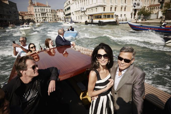Nam diễn viên George Clooney (phải) và vị hôn thê của anh, luật sư Amal Alamuddin, đến Venice, Ý, vào tháng 9-2014. Hai người kết hôn trong một buổi lễ riêng tư với sự tham gia của vài người bạn - Ảnh: Getty Images