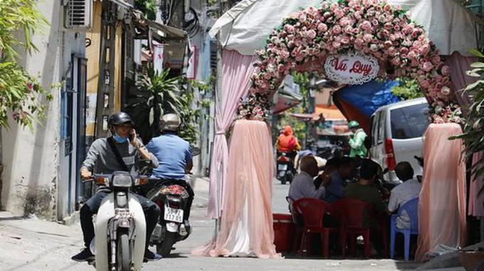 Từ năm 2020, dựng rạp cưới giữa đường bị phạt đến 6 triệu đồng