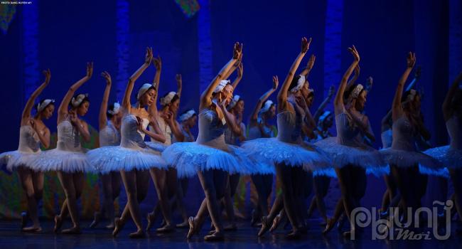 Biên đạo múa Trần Ly Ly lần đầu đưa vở ballet kinh điển Hồ Thiên Nga ra công diễn ngoài trời