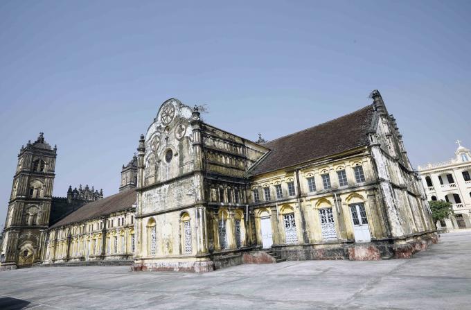 Đến ngày 4-2-2020, Giáo phận Bùi Chu bắt đầu cho tiến hành hạ giải toàn bộ công trình này để xây mới với những hứa hẹn kiển trúc mới sẽ tương tự nhà thờ cũ. Chúng ta cũng chỉ còn biết hy vọng.