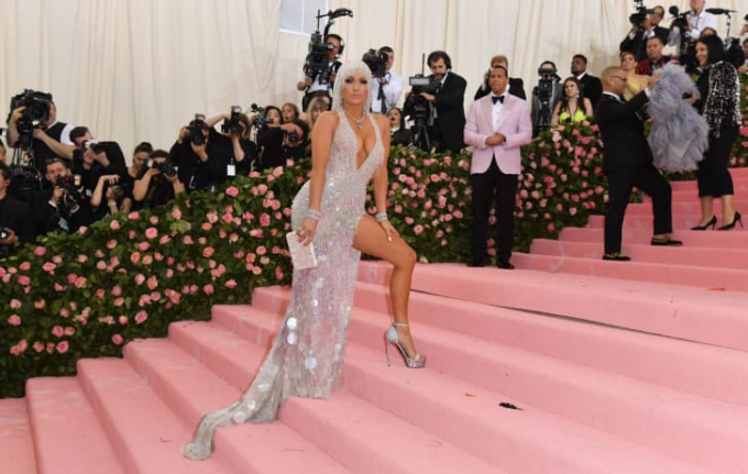 Jennifer Lopez đến Met Gala 2019 ở New York