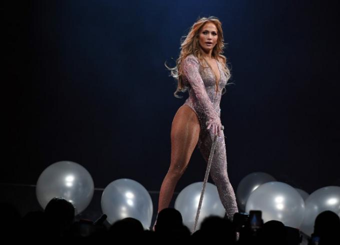 Jennifer Lopez biểu diễn tại Las Vegas vào năm 2019.