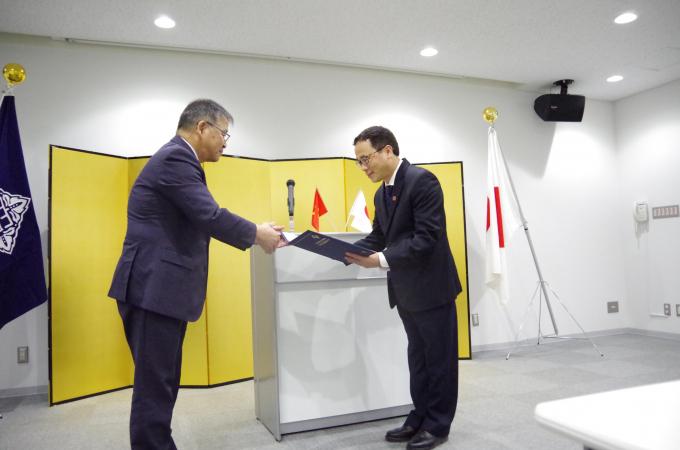 GS. Tạ Thành Văn bày tỏ sự cảm ơn sâu sắc trước ghi nhận của Đại học Kanazawa