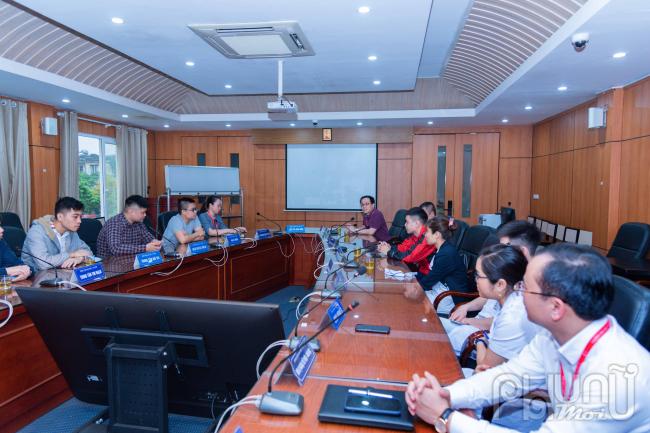 buổi gặp gỡ với các cán bộ y tế tham gia công tác lấy mẫu và xét nghiệm COVID-19