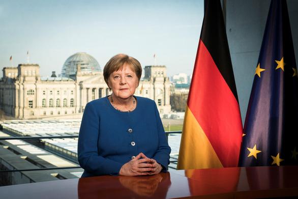 Thủ tướng Đức Angela Merkel trong bài phát biểu trên truyền hình được phát đi toàn quốc về dịch COVID-19 tại Berlin ngay 18/3/2020. Ảnh: THX/TTXVN
