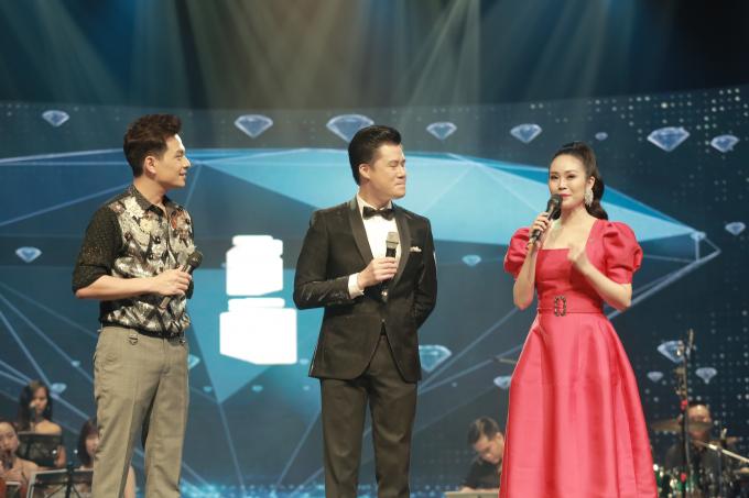 2 MC Danh Tùng và Thùy Linh đã dẫn dắt chương trình rất sinh động