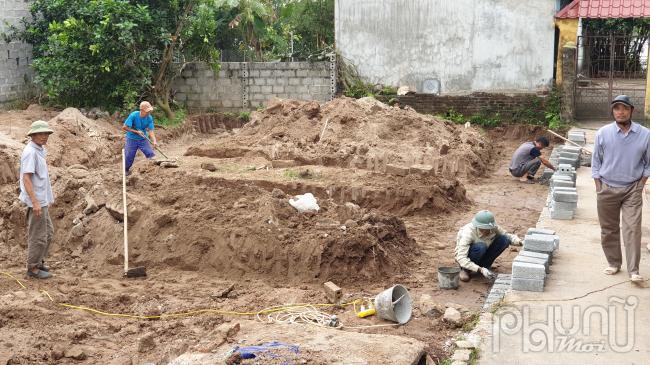 Một công trình vi phạm đang xây nền móng trên địa bàn xóm Trại Nội, xã Thành Lợi, huyện Vụ Bản (Nam Định)