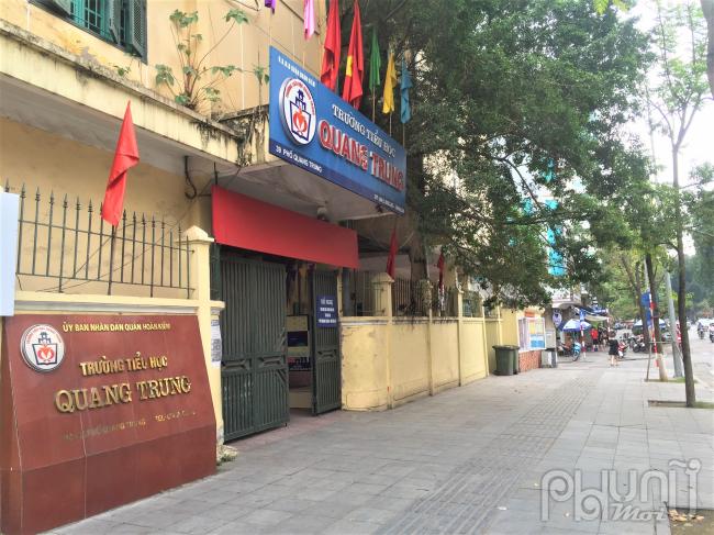 Trường tiểu học Quang Trung im lìm những ngày dịch bệnh, hiện tại vẫn chưa có thông tin chính thức về ngày các em học sinh có thể trở lại trường