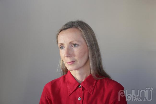 Anna Burnslànhà văn Bắc Ireland đầu tiên nhận giải thưởng Man Booker