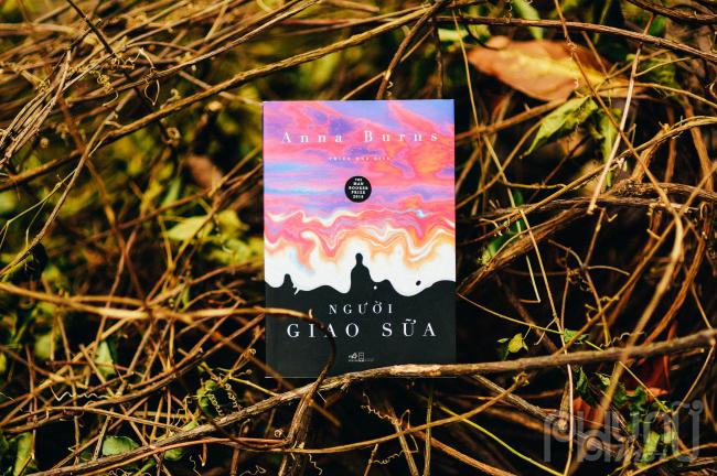 Người giao sữalà cái nhìn của một cô gái trẻ về thời kỳ Nhiễu nhương ở Ireland