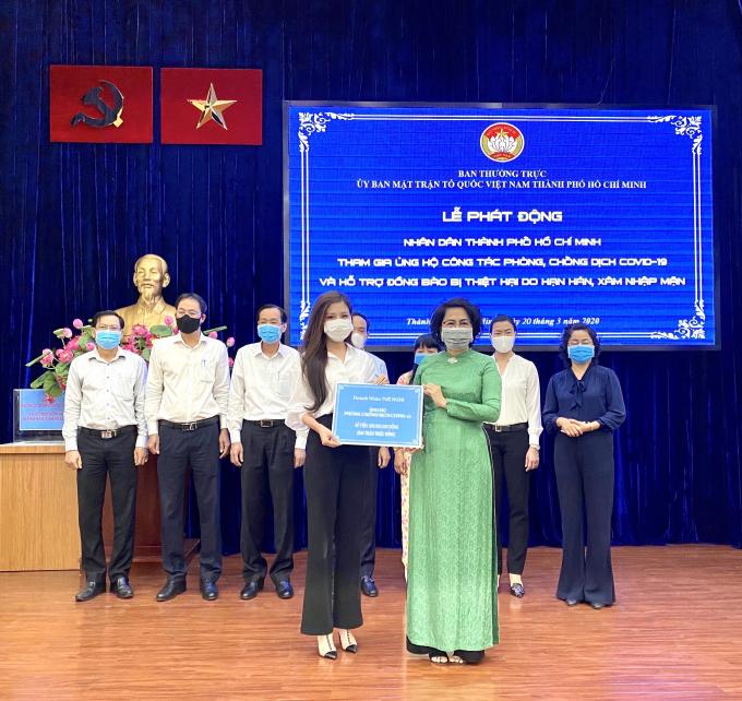 Tuệ Nghi ủng hộ 200 triệu đồng cùng UBMTTQ TP Hồ Chí Minh chung tay chống đại dịch Covid 19