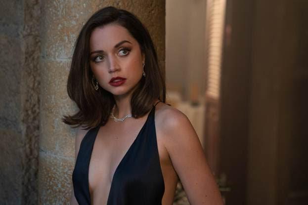 """""""Nhân vật Bond girl không hoàn hảo. Cô ấy cũng chỉ là một người phụ nữ bình thường. Vậy tôi hoàn toàn có thể trở thành Bond girl. Tôi cũng như vậy. Tôi không hoàn hảo."""" Ana chia sẻ với tờ Los Angeles Times về việc cô muốn khán giả tiếp cận nhân vật Bond girl một cách gần gũi hơn thay vì như một """"vật trang trí"""" bên cạnh James Bond."""