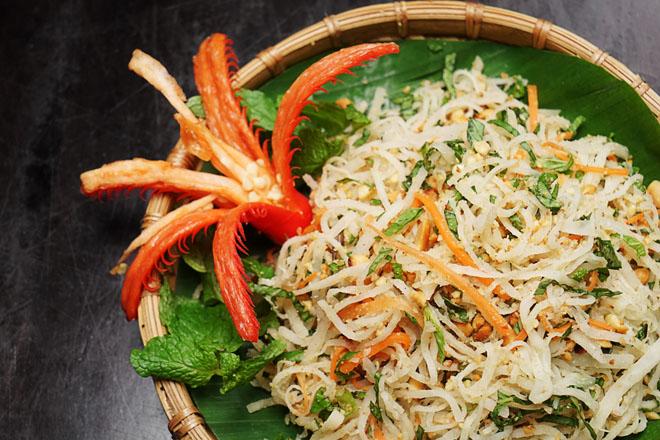 Từ xưa, món nộm vẫn được coi là món đầu vị trong mâm cỗ Hà Nội