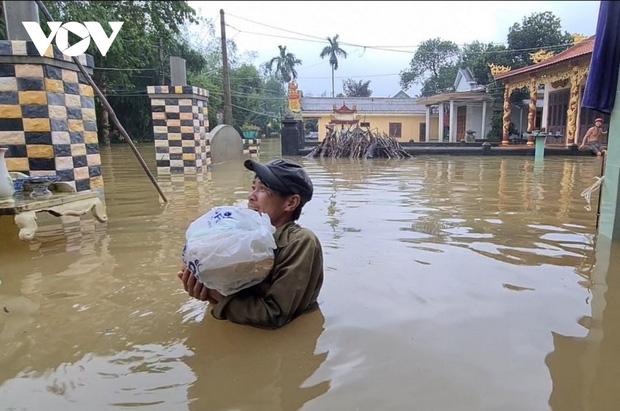 Tính đến 23h ngày 13/10, số người chết cho bão lũ tăng lên 36, còn 12 người mất tích, nhiều địa phương đề xuất xin hỗ trợ khẩn cấp gạo và nhu yếu phẩm để cứu đói.