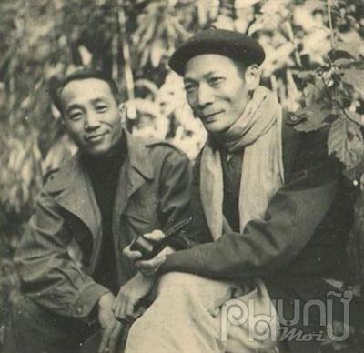 Cụ Hoàng Đạo Thúy (bên phải)