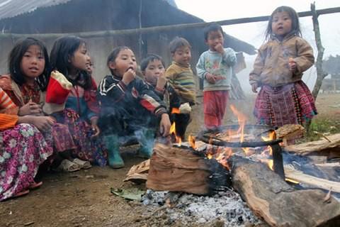 Những đứa trẻngày ấy đã thành người lớn, rời núi, bỏ huyện, mùa đông lại ít những chiều giá rét.Ảnh: Laodong