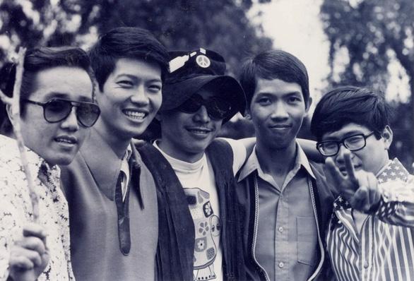 Elvis Phương cùng ban nhạc Phượng Hoàng