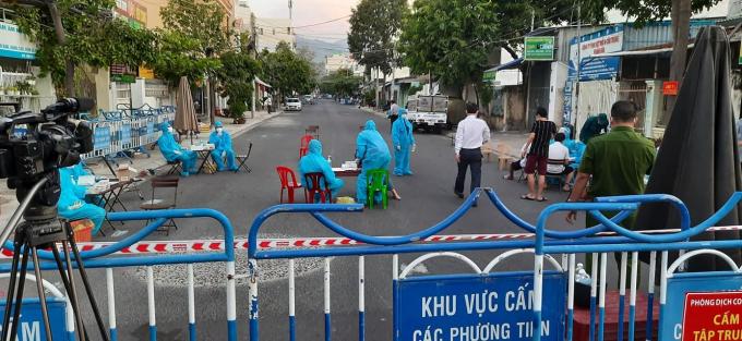 Đường Bửu Đóa - Bình Tân - khu dân cư đầu tiên bị phong tỏa ở TP.Nha Trang