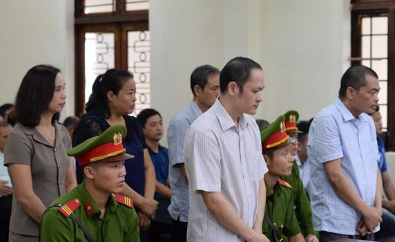 Các bị cáo trong vụ án gian lận điểm thi ở Hà Giang