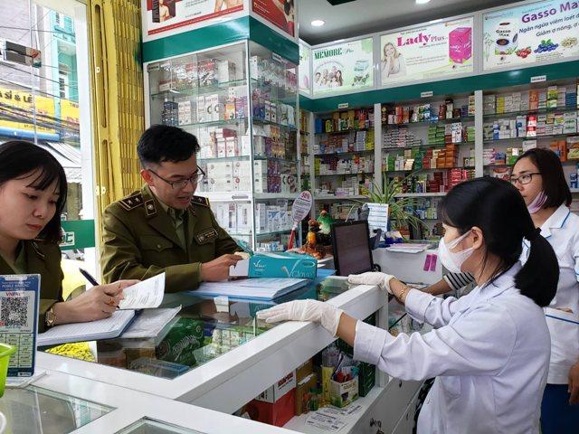 Xử lý gần 1.200 cửa hàng bán khẩu trang vi phạm