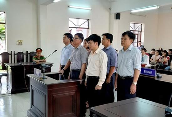 Các bị cáo tại phiên toà sơ thẩm