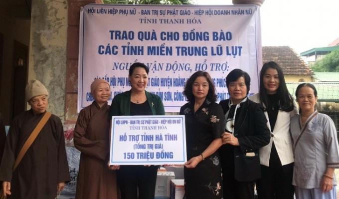 Hội LHPN Thanh Hóa giúp đỡ người dân Miền Trung (Ảnh báo Thanh Hóa)